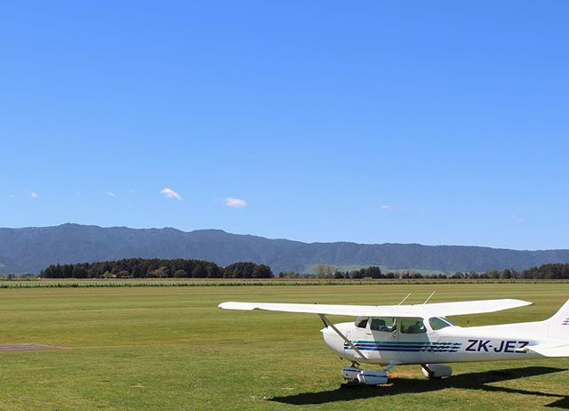 Summer is rolling in fast now. The days are getting longer, weather becoming more fine and the beauty of our training area more visible. Join us today and reach your goal of becoming a commercial pilot.  http://www.newzealandaviation.com/contact-us #flying #aviation #plane #pilot #commercialpilot #futureaviators #cessna #172 #c172 #avgeek #newzealand #northisland #flighttraining #summer #sunny #adventure #fomo