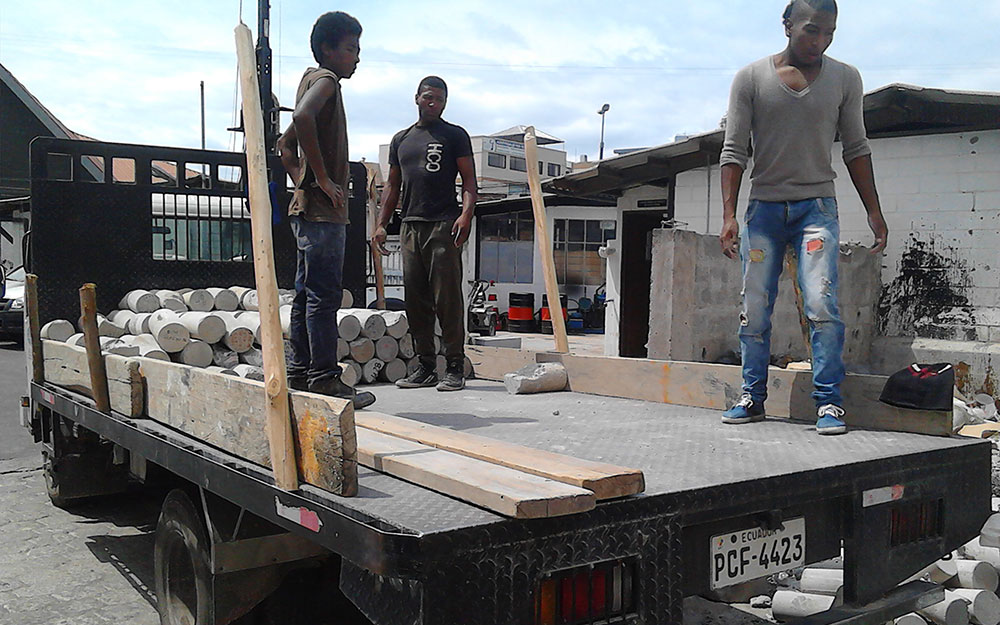 @Al Borde, picking up concrete cilinders at the university laboratory