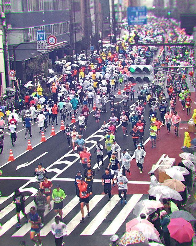 Marathon. Do you run, even on rainy days? #tokyomarathon2019 #kuramae #illustratorasphotographer #taito #駒形 #東京マラソン #雨 #rainydays #touchtouchstudio #hipstamatic #japan🇯🇵 #日本🇯🇵 #tokyolife #workitout #隅田川