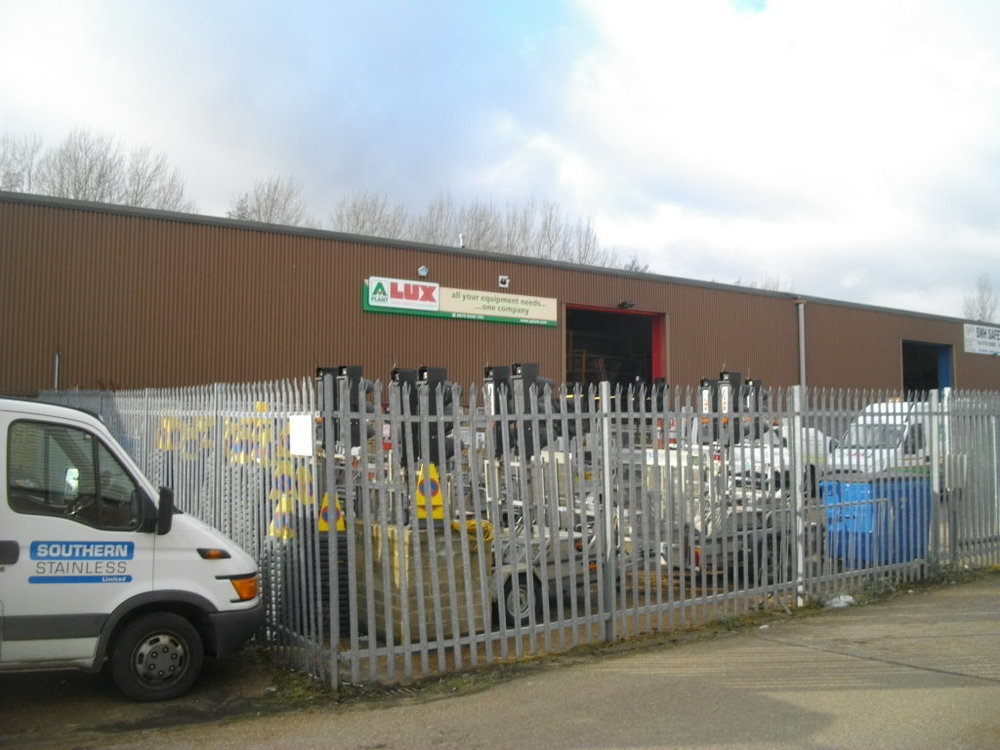 Romsey – Industrial units with yards