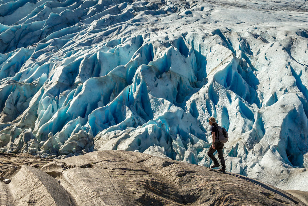 Glacier_hiking_arctic_expedition.jpg