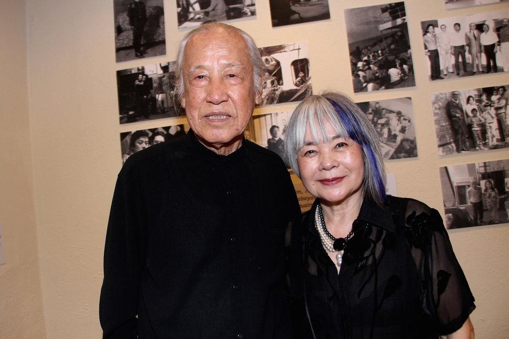 """Kazuo Wakabayashi e sua esposa Hikari na exposição """"Wakabayashu: Xogum de todas as cores e texturas"""""""