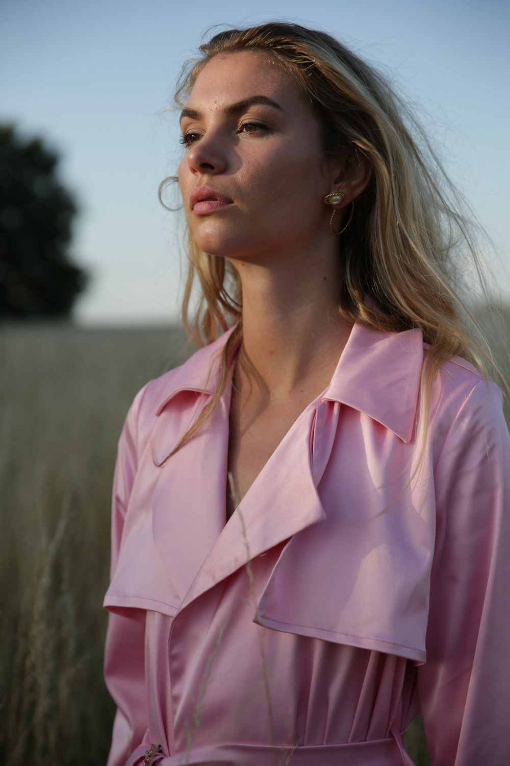 BE PRETTY IN SILK..    You can now get your hands on the silk version, in blush pink, sunshine yellow or black.   Get it here  ♡
