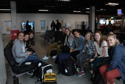 Her er hele gjengen som er på tur i Nairobi. Fra venstre: Marthe, Alice, Rebekka, Felix, Hannah, Silje-Sofie, Anna, Esther-Emilie og Hannah!