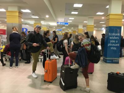 Her er gjengen fremme. Veldig happy for at alle fikk kofferten!Felix og Hannah!