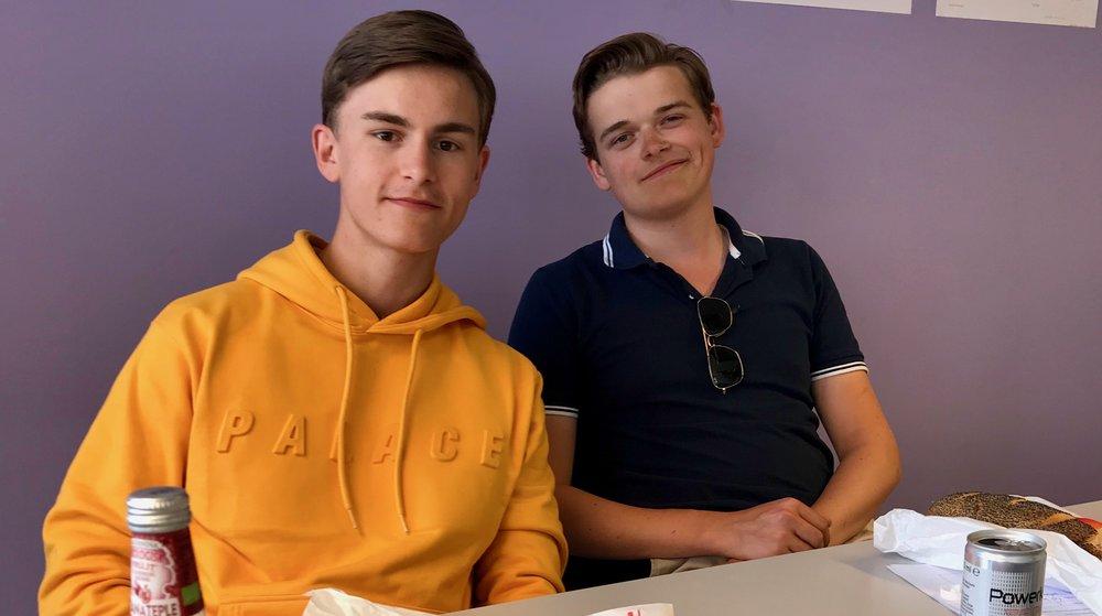 David Dale (t.v) og Aleksander Abelsen oppfordrer nye HNH-ere til å engasjere seg i elevrådet.