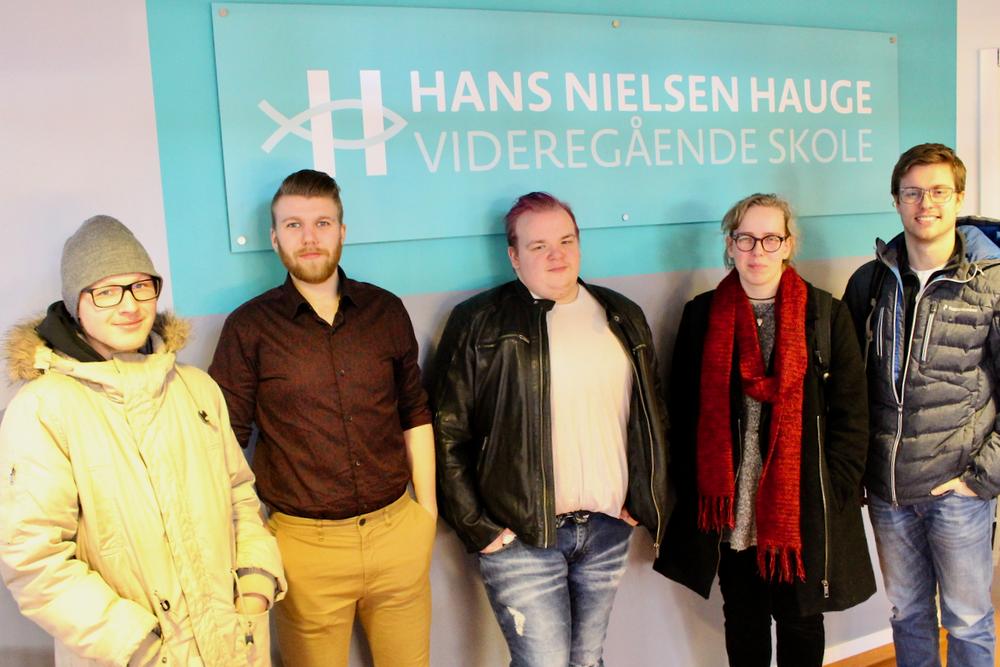 Tirsdag fikk vi besøk fra Ung voksen-prosjektet på Fontenehuset Rygge Fra venstre: Kjell(27), Cristoffer (23), Jon (25), Stine (23) og Jon Kristian (28)