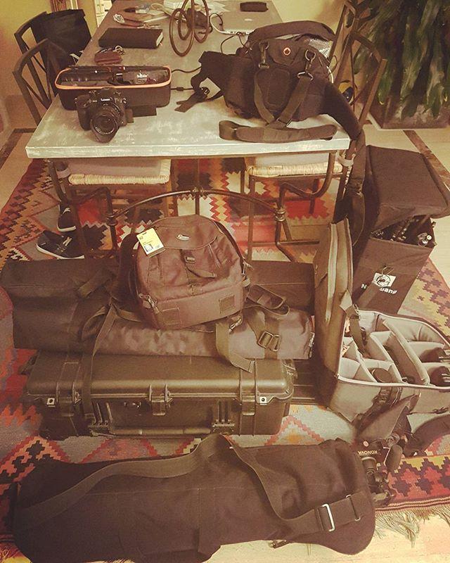 Mañana tengo un par de trabajos que hacer y mi salón a esta hora tiene este aspecto... #cargandopilas #foto #video #gettingready #photo #video