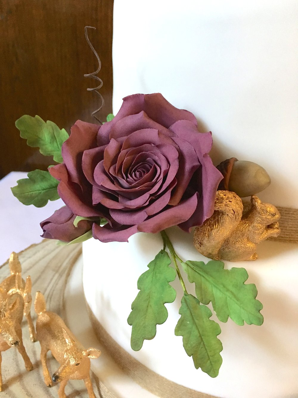 Woodland-wedding-cake-rose-closeup