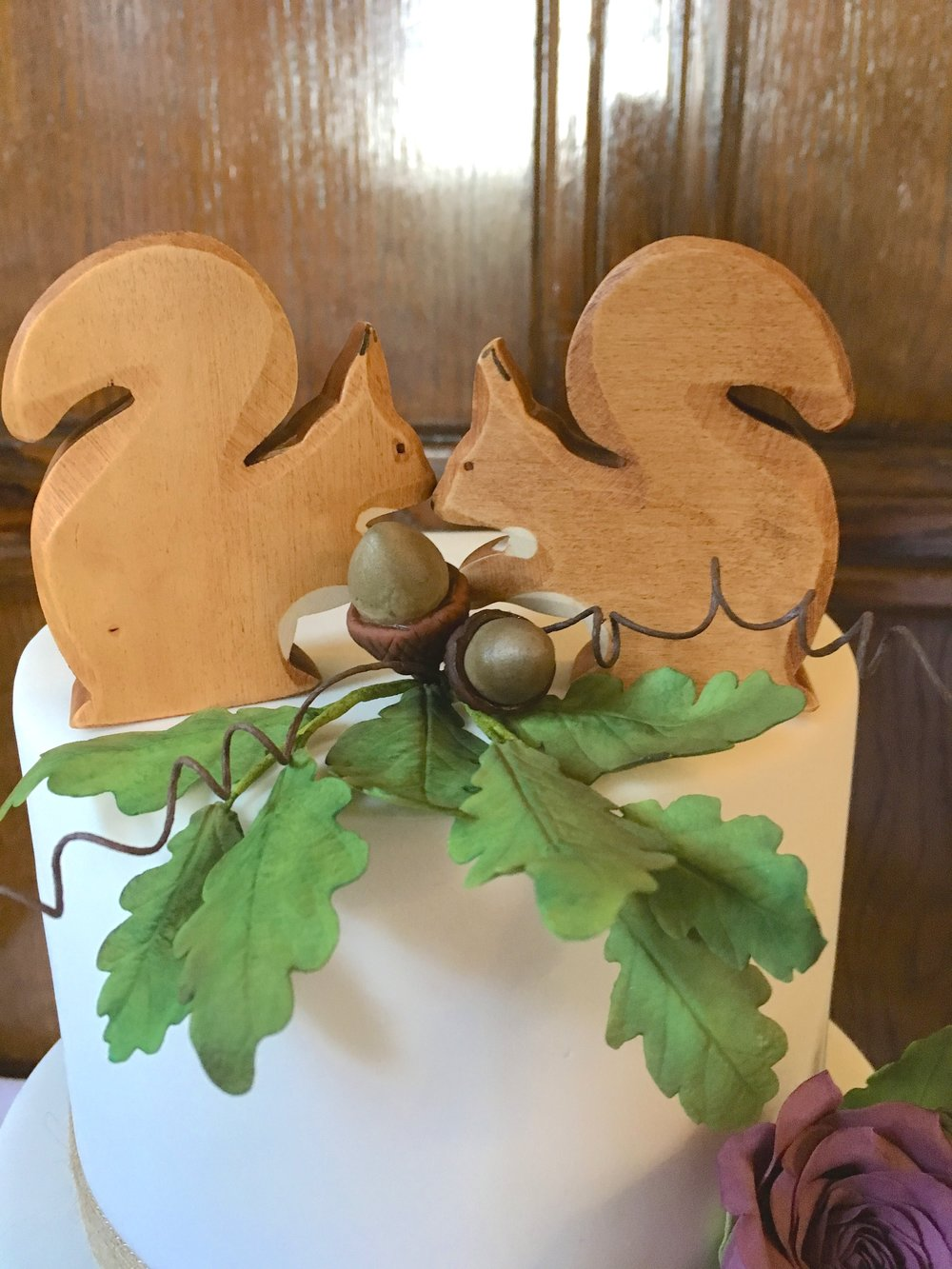 Woodland-wedding-cake-squirrel-toppers
