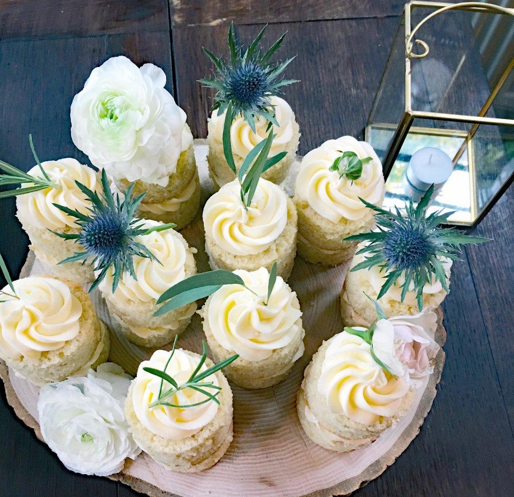 Abi-Reg-mini-cakes-2.jpg