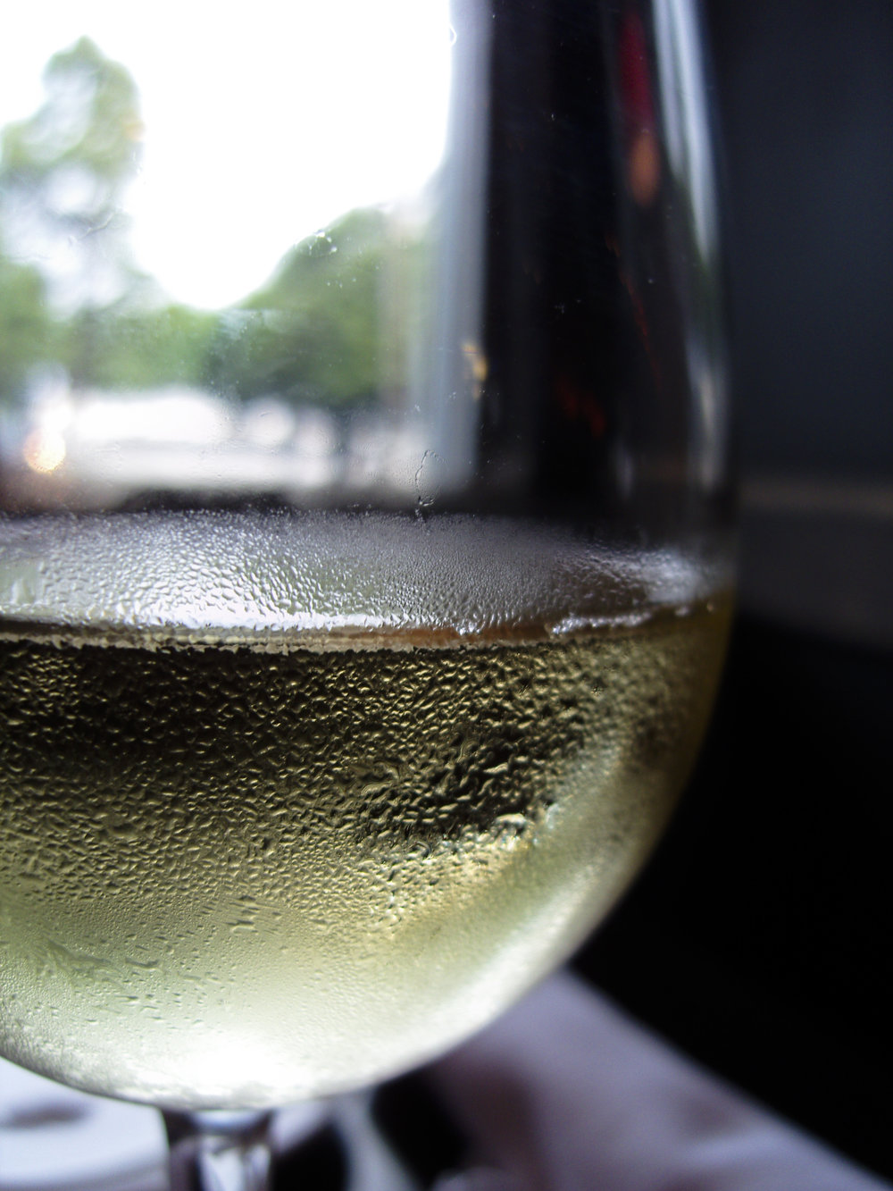 Unidentified_white_wine_in_glass.jpg