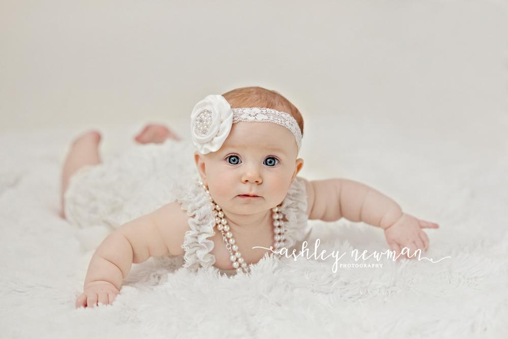 tuscaloosa-baby-child-photographer-ashley-newman-photo-al-35475-milestone-6-six-month-mini-white-simple-northport-birmingham.jpg