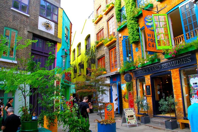 Fondé à Covent Garden, (Londres, UK) en 1981, les produits sont naturels et biologiques.