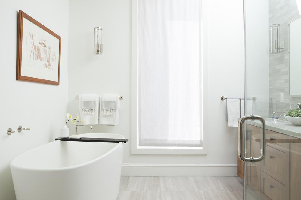 somerbyjonesinteriorbathroom.jpg
