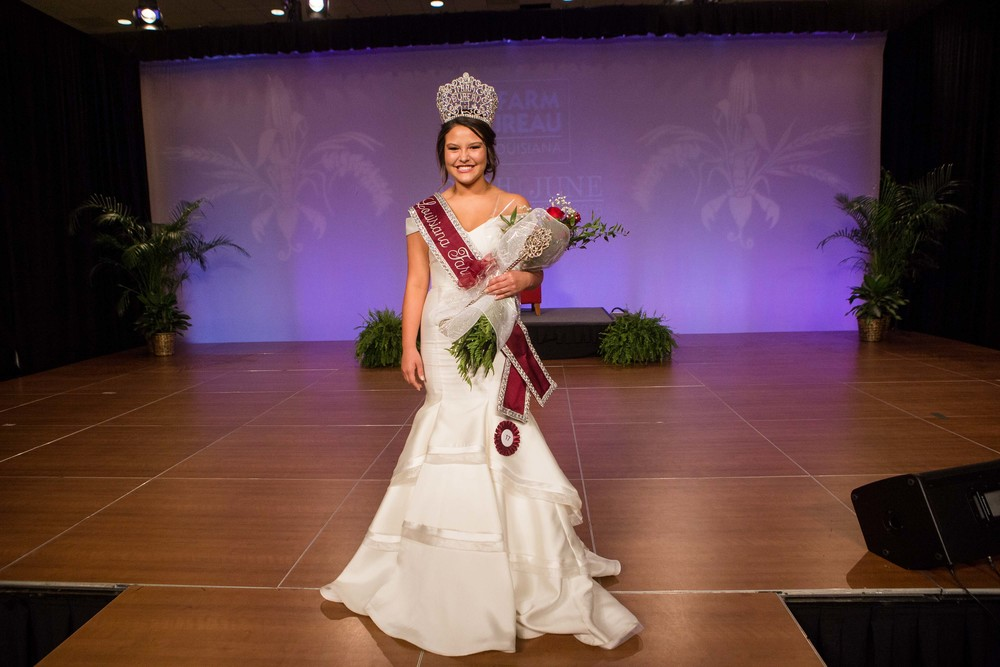 Yimmi Fontenot, 18, of Jeff Davis Parish, was crowned the 2016 Louisiana Farm Bureau Queen.  Fontenot was also named Miss Congeniality by the other contestants.  The ceremony was held during LFBF's 94th Annual Convention in New Orleans Saturday night.