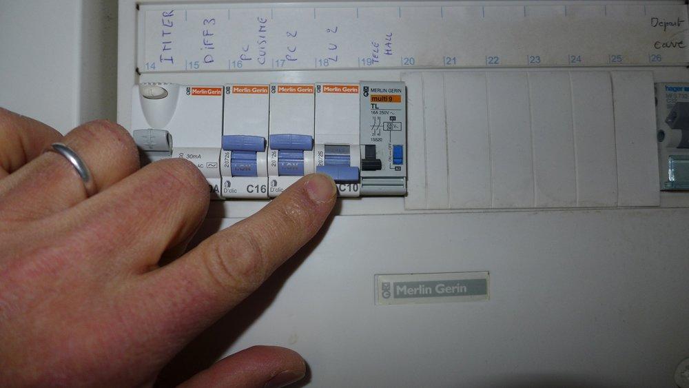 Guide to Le Relais du Vieux Beaune Reset a circuit breaker Laura