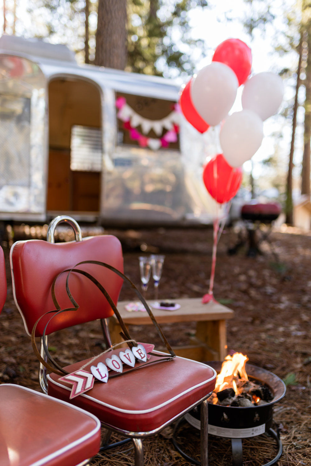 Inn Town Campground Valentine's Day Decorating | Lenkaland Photo