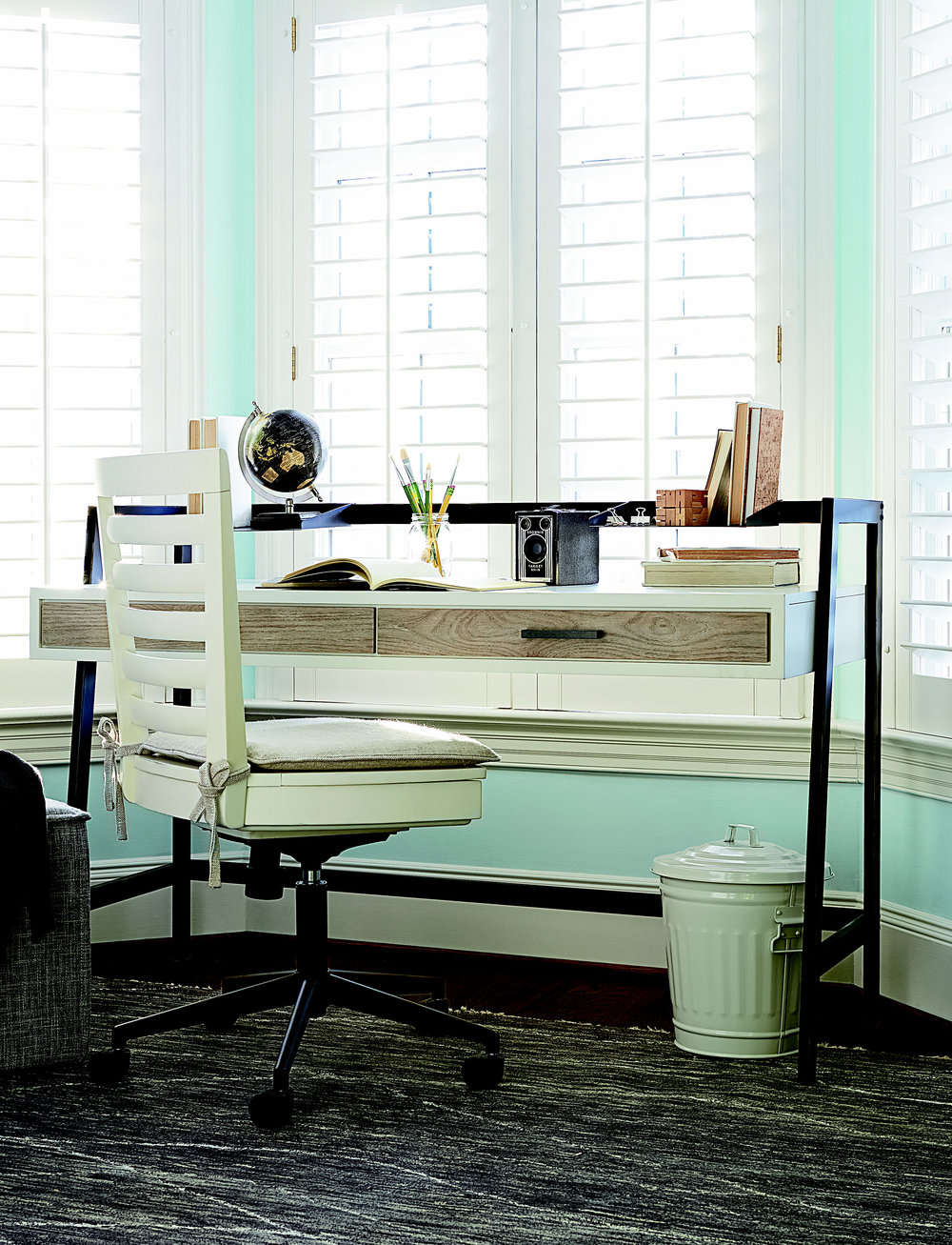 UNIV_MyRoom_Desk.jpg