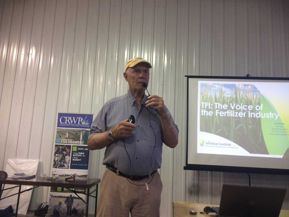 Dave Legvold presents at the 4R Field Day.