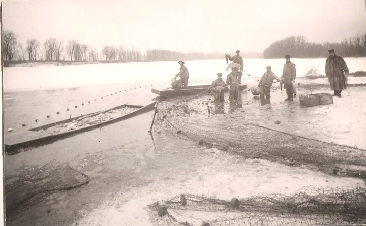 Spriggle fishing crew on Lake Pepin ice in 1905