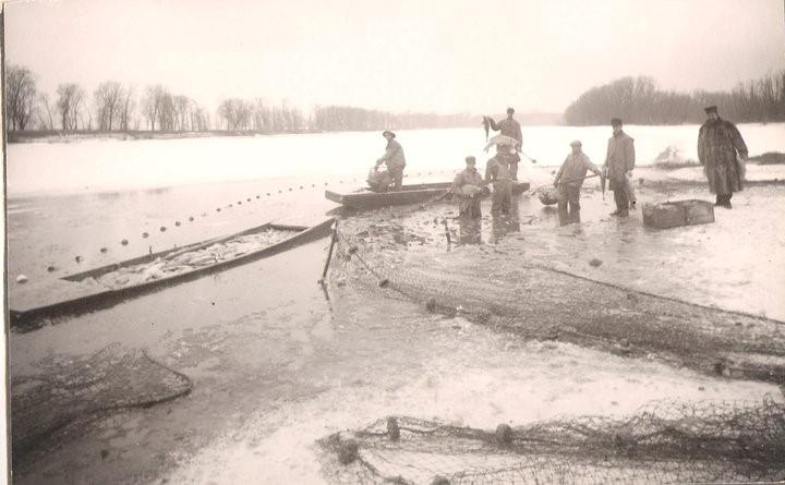 Spriggle fishing crew on Lake Pepin ice in 1905
