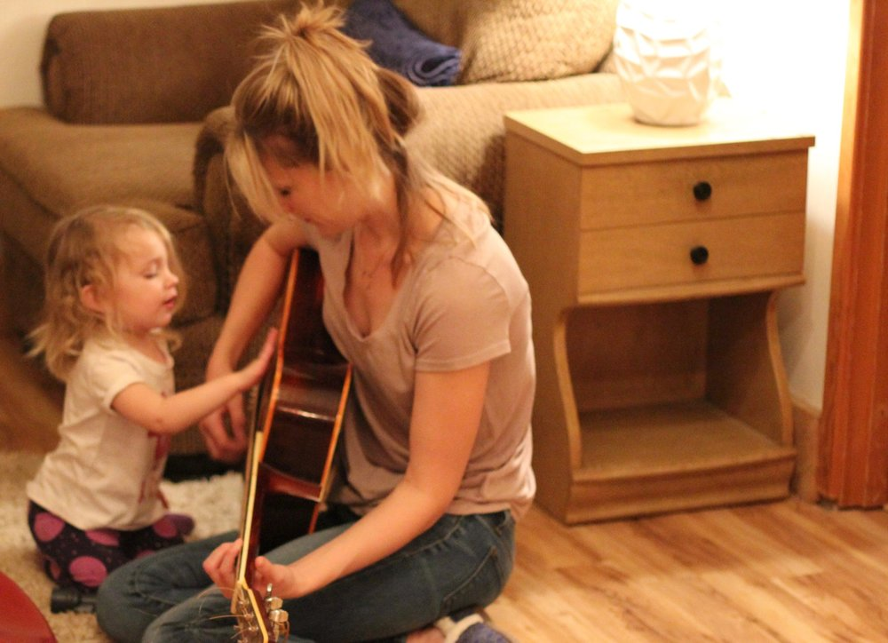 Elsie and the guitar