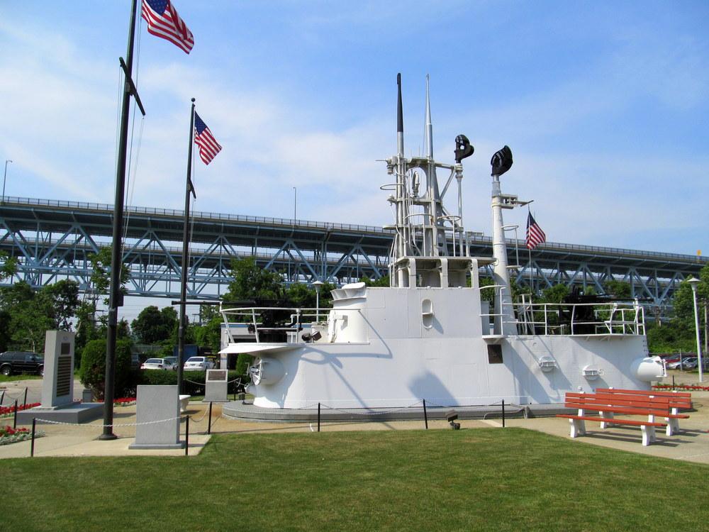 National_Submarine_Memorial,_Groton,_CT.jpg