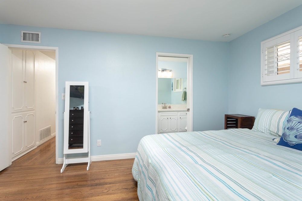 Master Bedroom (1) 2.JPG
