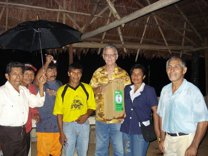 Dean Logan (LNDI) presenting emergency lighting equipment to Km 65 community.