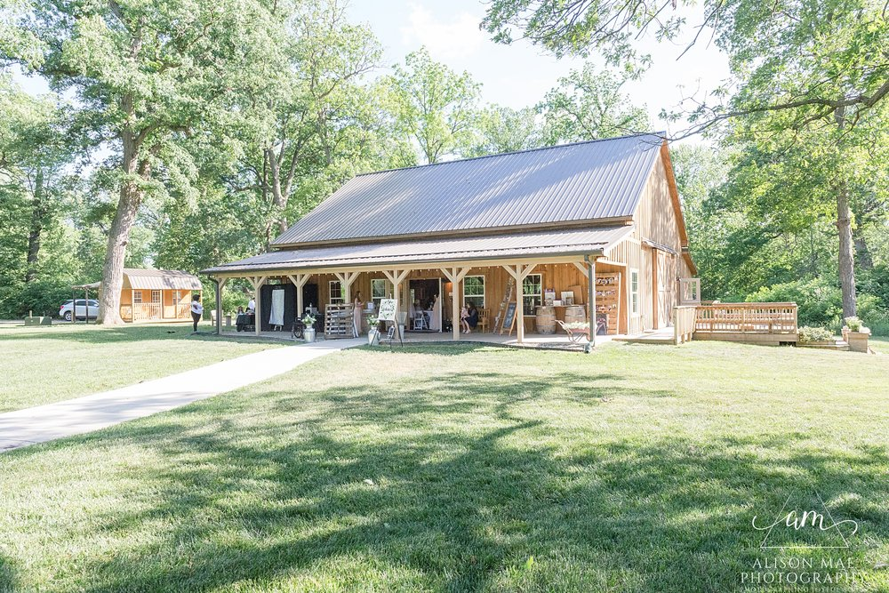 The Barn at Hawks Point in Anderson, Indiana | Indiana Wedding Venues