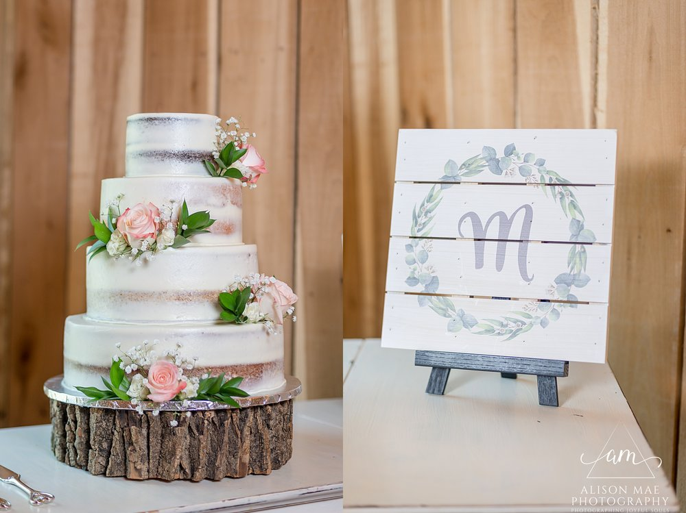 The Barn at Hawks Point in Anderson, Indiana | Wedding Cake