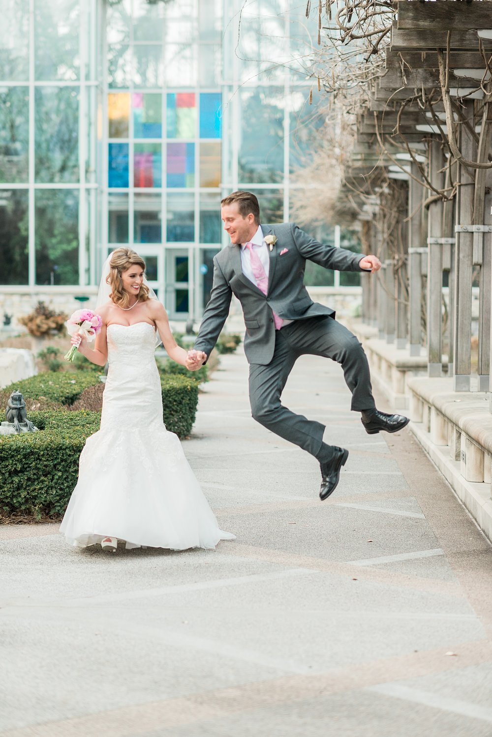 Indianapolis Zoo Wedding | Indiana Wedding Venues | Indianapolis Zoo | Alison Mae Photography | Fun Wedding Photography