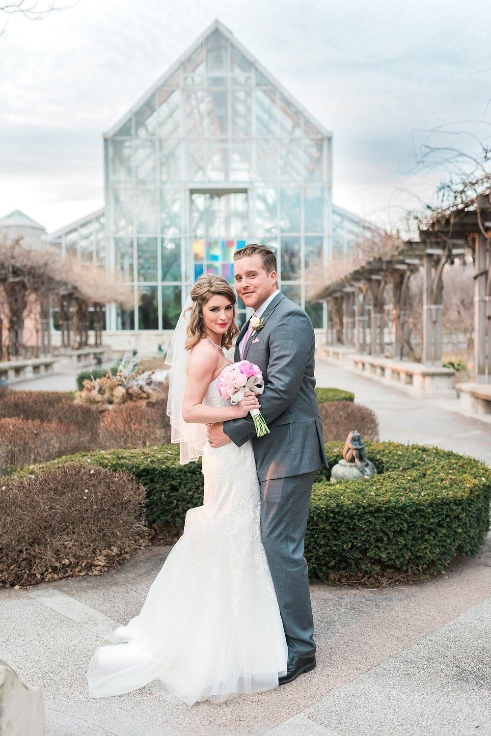 Indianapolis Zoo Wedding | Indiana Wedding Venues | Indianapolis Zoo | Alison Mae Photography