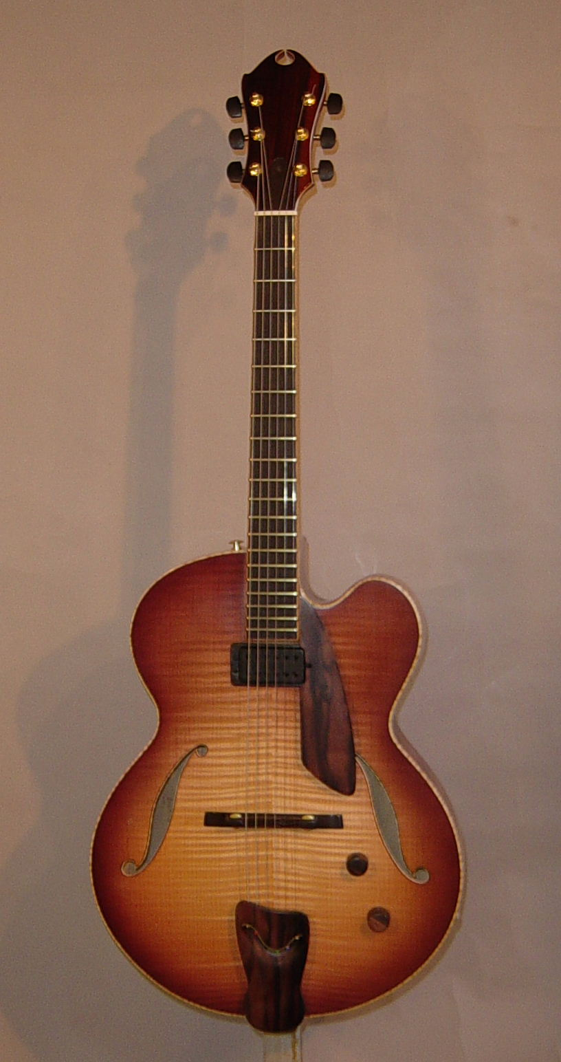 borys_guitars_8f08c9d8_152515.jpg