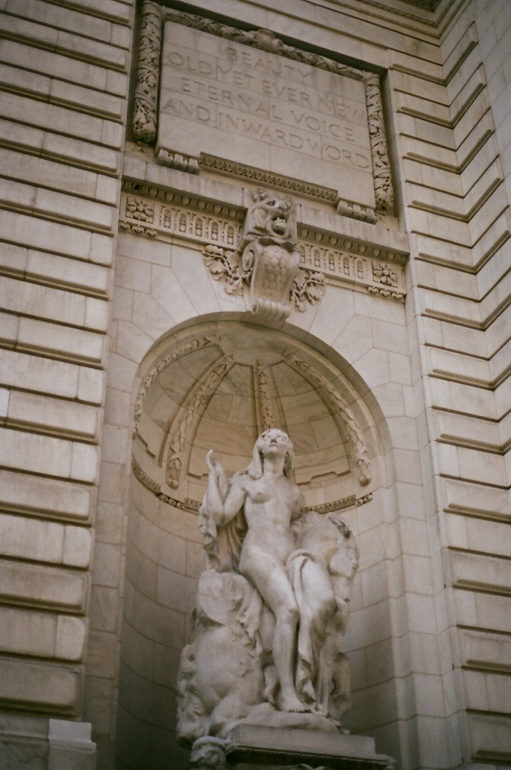 nyc public library statue