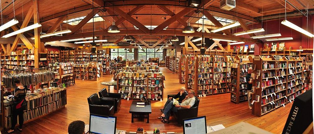 "Elliot Bay Books (Capitol Hill) interior pano 01"" by Joe Mabel. Licensed under https://creativecommons.org/licenses/by-sa/3.0/deed.en"