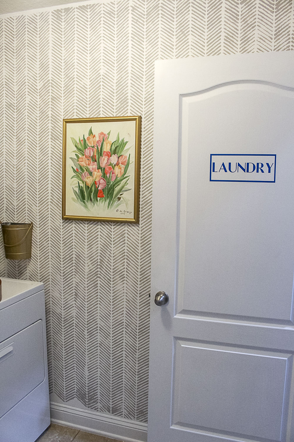 Small Laundry Room Makeover-8.jpg