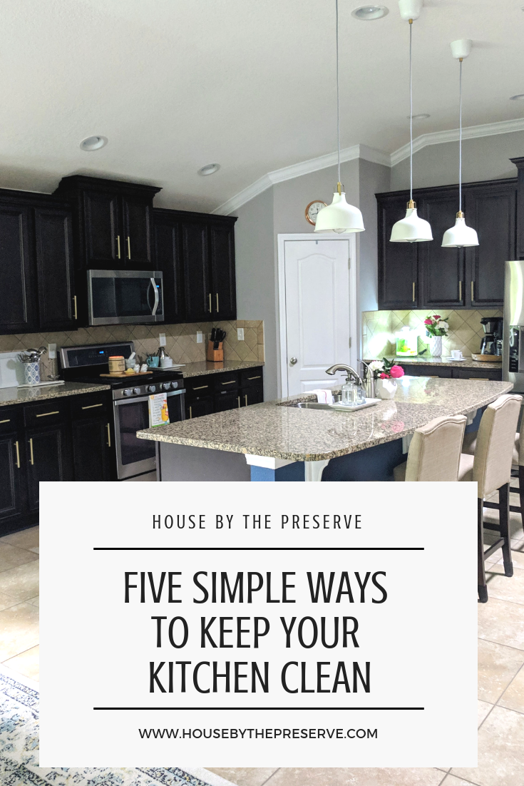 Keeping your kitchen clean doesn't have to be a daunting task. Learn al my tips and tricks to keep yours in top shape! #cleaning #cleaningtips #kitchencleaning #housebythepreserve