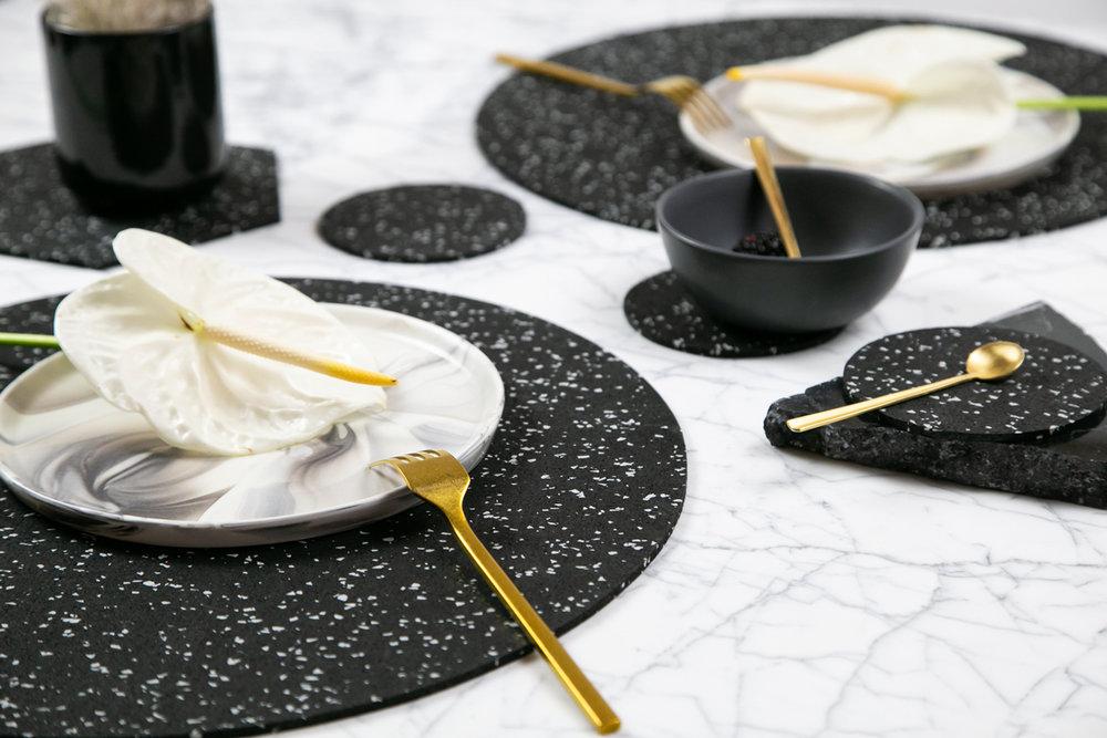 Round Dinner Setting in Speckled Black