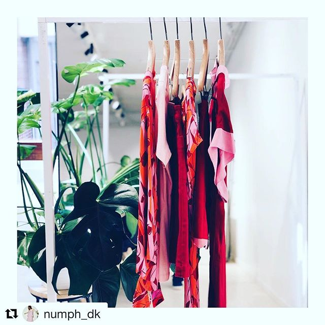 #Repost @numph_dk with @get_repost ・・・ Keep up the good mood with the must have colors of the season 🌸🌺🌸🌺 #numph #ss18 #redandpink #freshfruityfun #availablenow #linkinbio