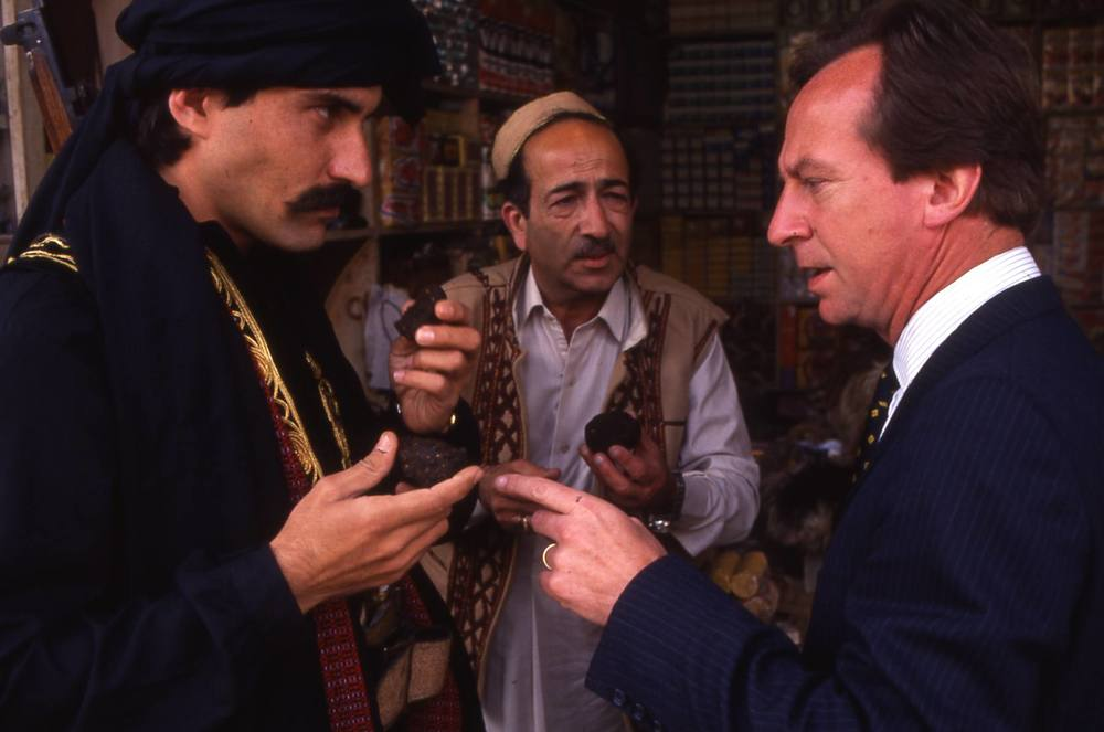 Bill Paterson and shop sellers.jpg