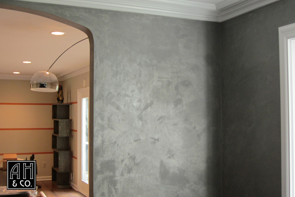 SILVER SHIMMER PLASTER WALL TREATMENT