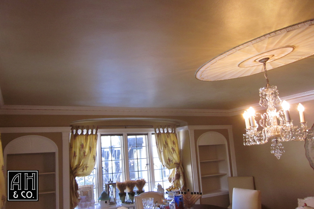 PALE GOLD METALLIC FAUX FINISHED DINING ROOM CEILING TREATMENT