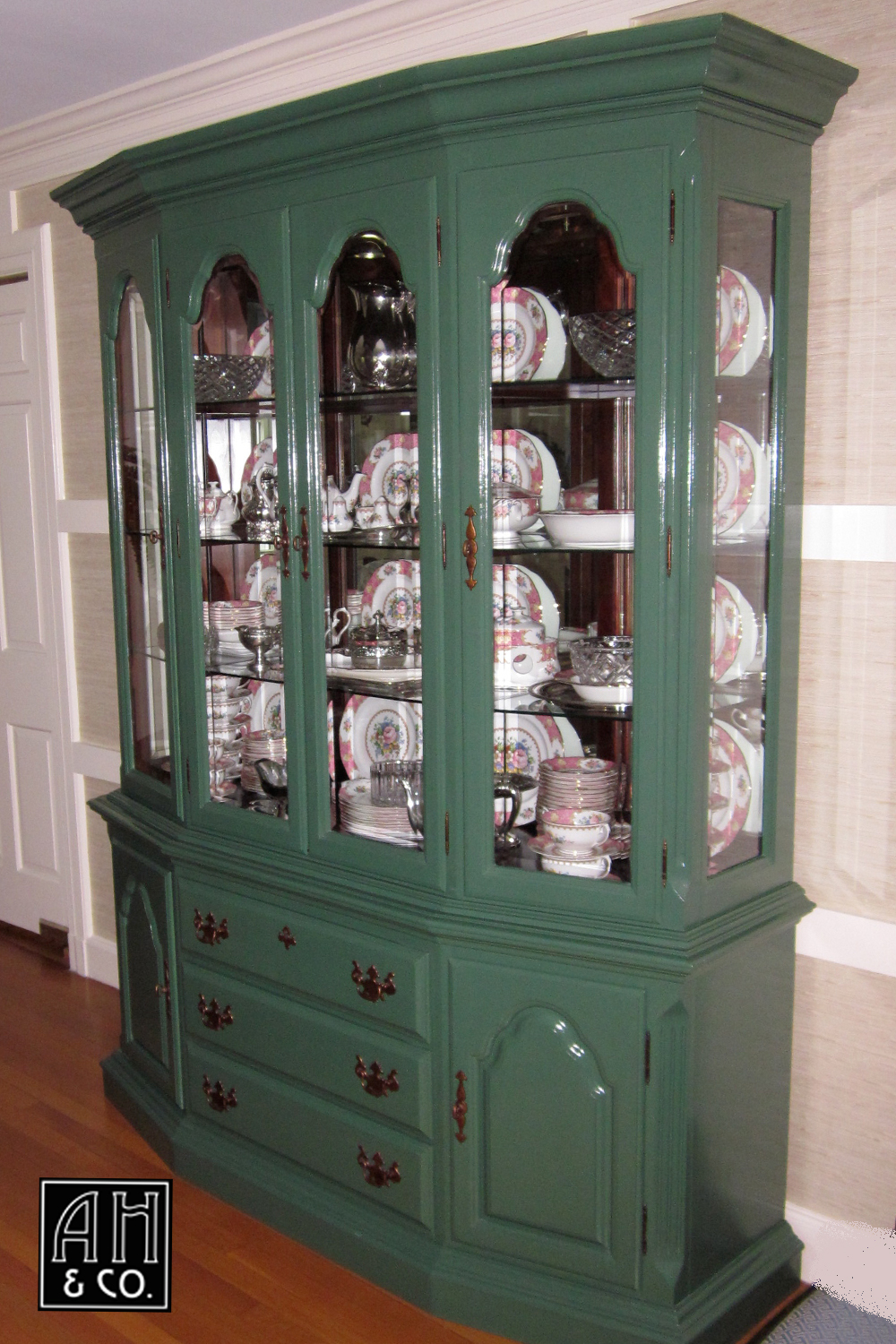 MONTCLAIR NJ HIGH GLOSS CLASSIC GREEN DINING ROOM CHINA CABINET