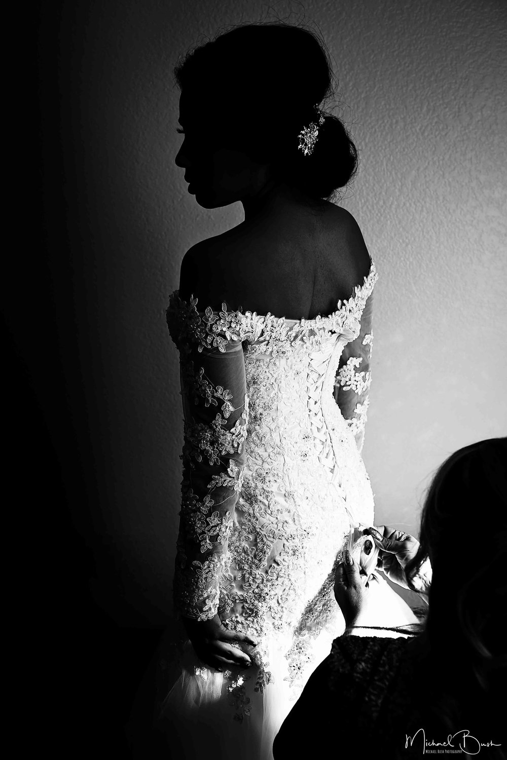 Wedding-Details-Bride-Fort Worth-colors-Getting Ready-MUA-brides-b&w-dress-weddingdress-fashion-waiting.jpg