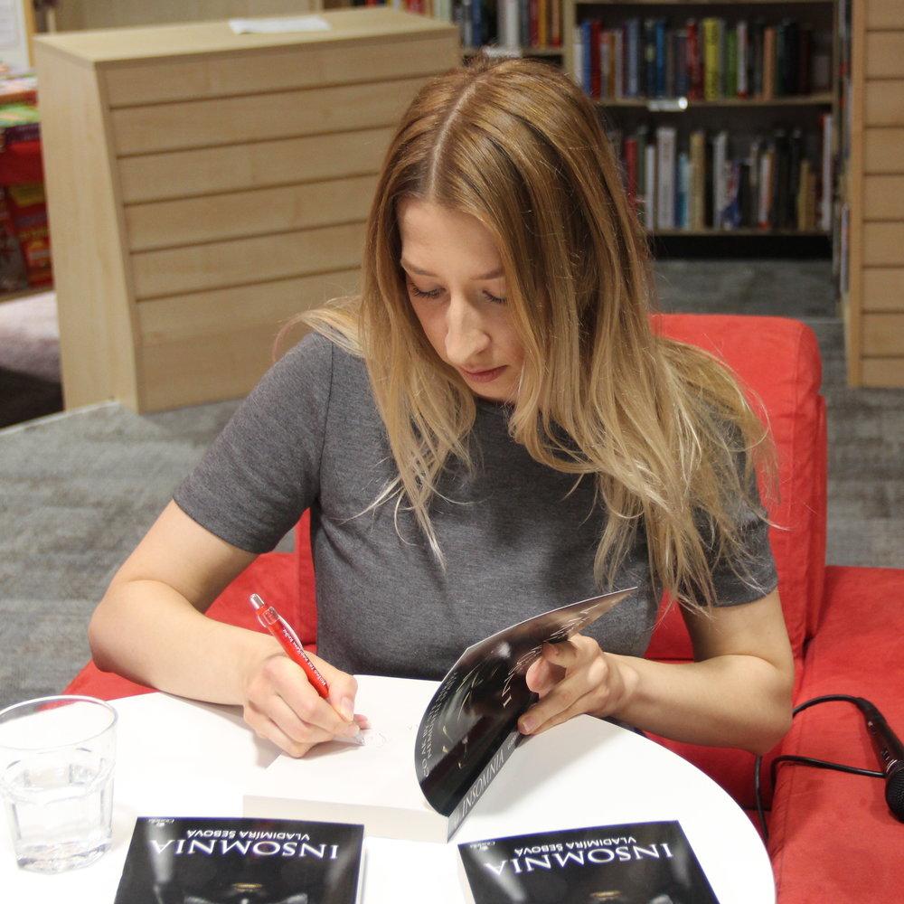 Dajte si podpísať knihy a stretnite sa s autorkou - Prídite na niektorú z besied a spoznajte autorku.
