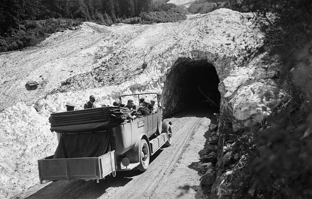 662 Schneetunnel Grimsel 1930.jpg