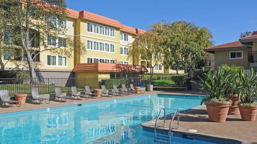 northpark-apartments-pool1.jpg