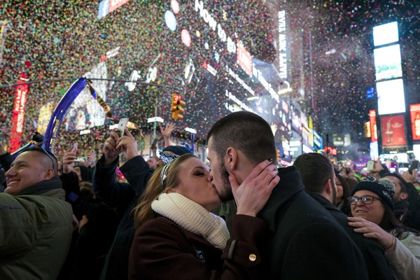 aptopix-nyc-new-years-eve-7a7cd580f68617f9.jpg